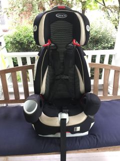 Three-in-One Convertible Graco Argos 80 Child Restraint / Booster Seat
