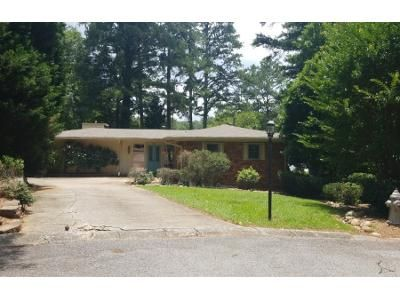 2 Bed 1.5 Bath Preforeclosure Property in Smyrna, GA 30082 - Hurt Rd SW