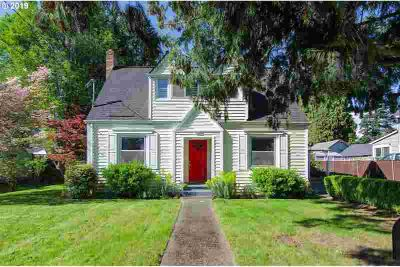 4125 SE Llewellyn St Milwaukie Three BR, Don't miss this home!
