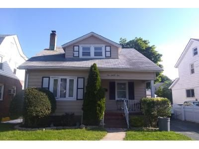 2 Bath Preforeclosure Property in New Hyde Park, NY 11040 - 7th Ave