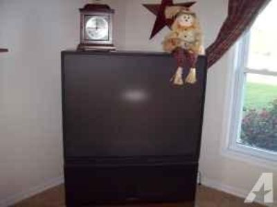 FREE old style large screen TV