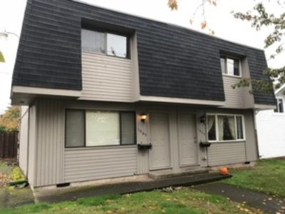 2 bed/1.5 bath Whiteaker area duplex with parking and private patio - available NOW!