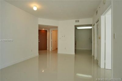 Miami Beach: 1/1.5 Nice apartment (Collins Ave., 33141)