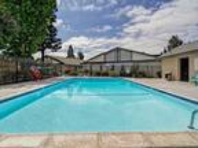 Close to Base, W/D, Pool/Spa, Garage, Pets Ok - Available NOW!