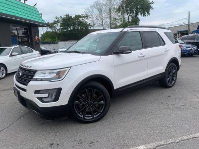 2017 Ford Explorer XLT 4WD (White)