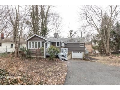 3 Bed 2 Bath Foreclosure Property in Stratford, CT 06614 - Circle Dr