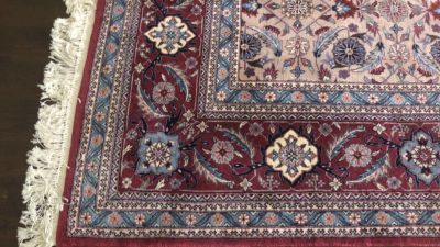 Gorgeous Oriental Rug high pile knotted fringe. High quality rug 8 x 11 No pets/stains. PRICE FIRM