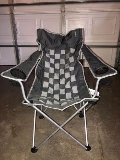 Camping chair with carrying bag, like new, holds up to 225#