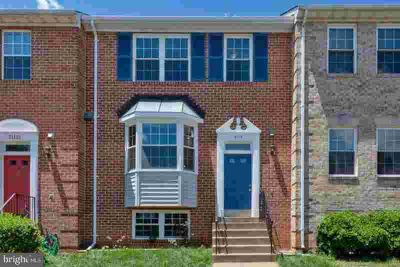 21119 Fireside CT STERLING Four BR, Beautiful Spacious Townhome