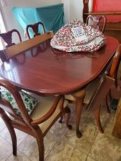Dining Table w/6 Chairs 2 leafs