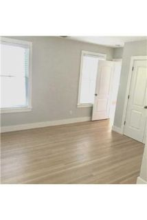 Apartment in prime location. Offstreet parking!