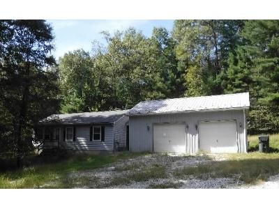 3 Bed 1 Bath Foreclosure Property in Biglerville, PA 17307 - Plantation Rd