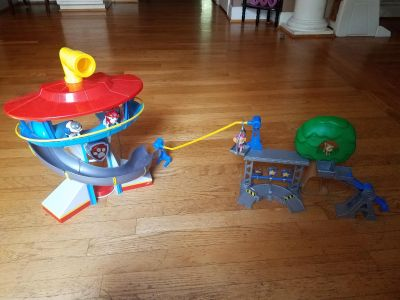Paw Patrol lookout tower and Rescue Training Center playset