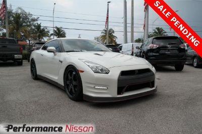 2015 Nissan GT-R Premium (Pearl White)