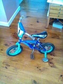 Hot Wheels Bicycle with Removable Training Wheels