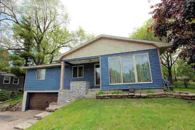 637 W Fond Du Lac St Ripon Two BR, nicely updated ranch with
