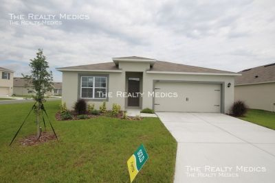 Amazing 4 Bedroom, 2 Bathroom Home in Winter Haven's Newest Community!!