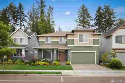 10495 Sentinel Dr Gig Harbor, Modern Three BR home in