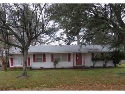 3 Bed 3 Bath Foreclosure Property in Hope, AR 71801 - E 13th St