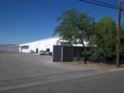 7000 sq WAREHOUSE, DOUBLE ROLL UP DOORS, NEXT TO AIRPORT