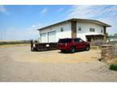 Shop/Office/Apartment for Sale in Williston - 4,000 SF