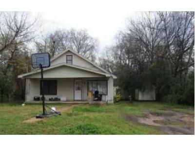 2 Bed 1 Bath Foreclosure Property in Gladewater, TX 75647 - N Olive St