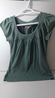 1 RW&Company Sage Green Women's Small Top