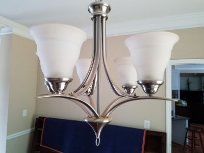 Ceiling/hanging Lamp with 5-lights/bulbs in a chrome finish
