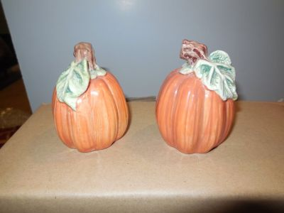 VINTAGE FITZ & FLOYD PUMPKIN SALT AND PEPPER SHAKERS