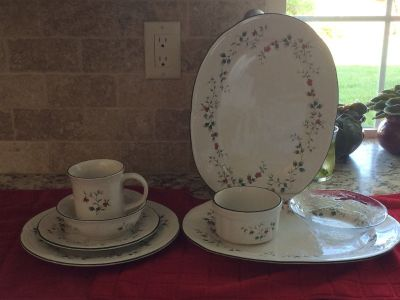 Pfaltzgraff Christmas Dishes Winterberry pattern