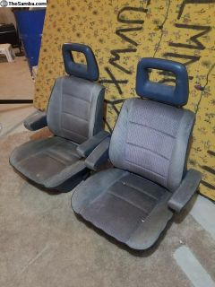 Front seats with armrests