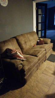 Free couch. Ppu milton.