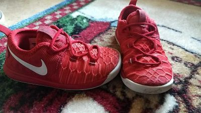 Size 9 red nike