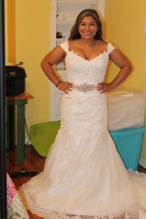 Veronica's Elegant Mermaid Lace Wedding Dress With Removable Straps