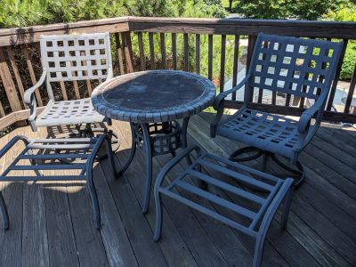 Patio table & chairs *PENDING PICKUP*