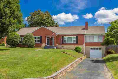 8435 Belle Haven Rd ROANOKE, welcome home! this Three BR