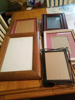 Bundle of 5 picture frames in great condition 1 metal 3 wood. All for $4