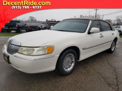 2000 Lincoln Town Car Cartier (White Pearlescent Metallic)