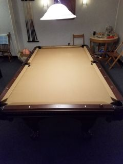 Brunswick American Heritage Pool Table 8 Foot.