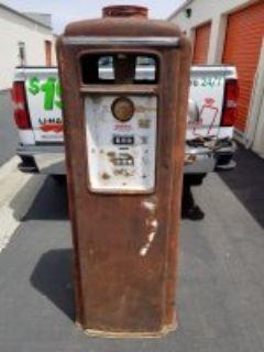 1930s Tokeim gas pump