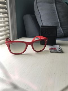 Ray-ban fold up sunglasses with case