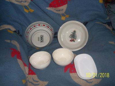 christmas lot 2 large bowls 2 small bowls and a small oval dish