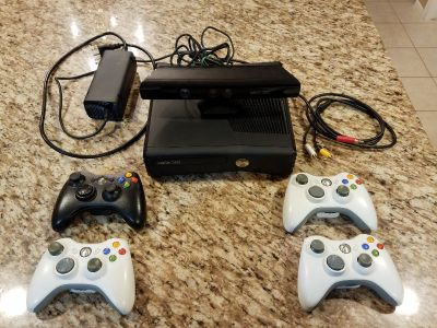 Xbox 360 w/4 controllers