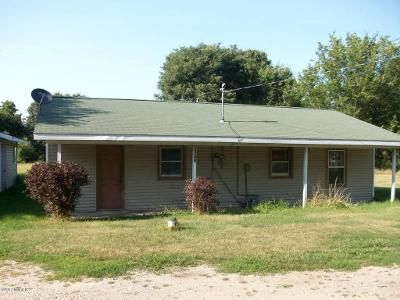 2 Bed 1 Bath Foreclosure Property in Benton Harbor, MI 49022 - Riverside Rd