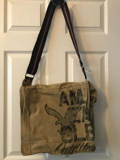 American eagle canvas messenger bag. Excellent condition. Lots of room!