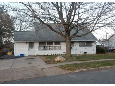 3 Bed 2 Bath Preforeclosure Property in Levittown, PA 19057 - Queens Bridge Rd