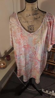 Cute embellished top size 3x