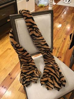 Adorable tiger scarf with built in gloves