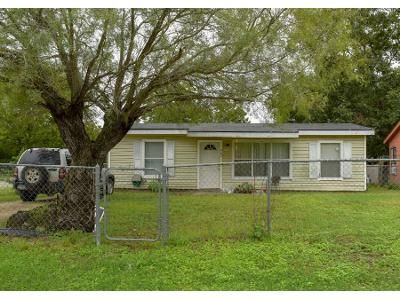 3 Bed 1.0 Bath Preforeclosure Property in San Antonio, TX 78221 - Clovis Pl