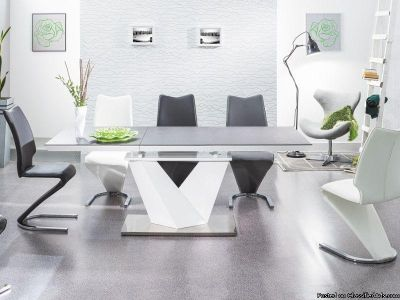 Gorgeous Extendable Dining Room Table